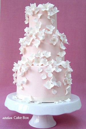 pink-falling-blossoms-wedding-cake2